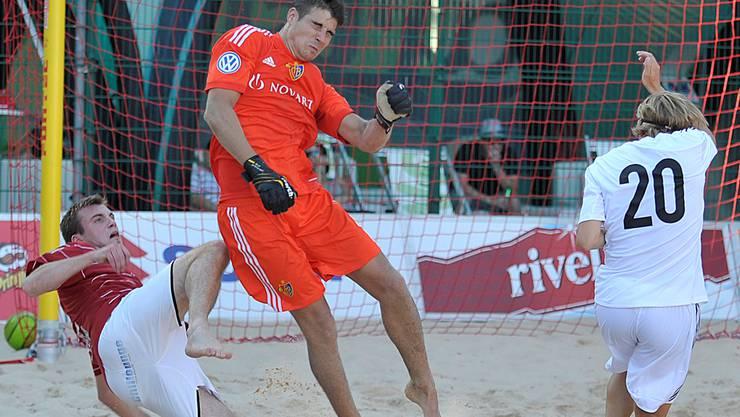 Remo Muchenberger spielt als Goalie und Spielmacher mit Köpfchen.