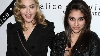 Stolze Mutter: Madonna mit ihrer gewieften Tochter Lourdes