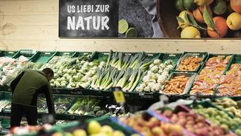 Der Bundesrat sieht das vielfältige Angebot von Lebensmitteln in der Schweiz in Gefahr, wenn synthetische Pestizide verboten würden. (Symbolbild)