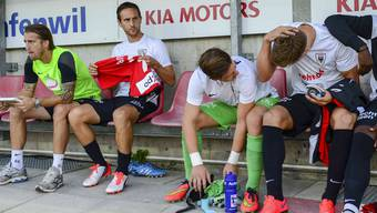 Sandro Burki (zweiter von links) musste gegen Neuchâtel Xamax überraschend auf die Ersatzbank.