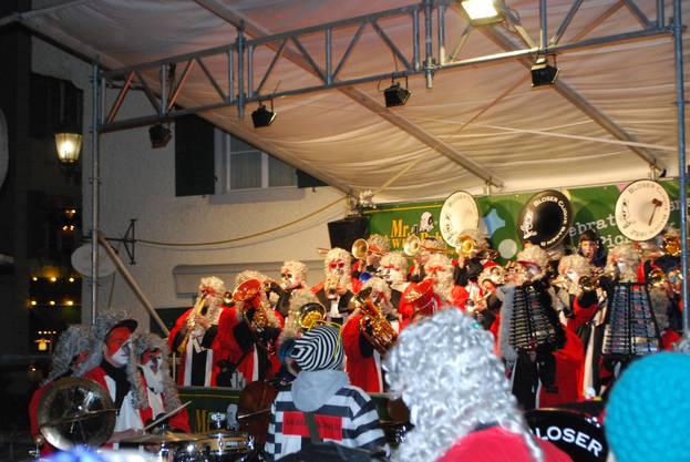 Die Bloser Clique gibt am Guggenbrunnen ein packendes Konzert