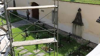 Ist mittlerweile behindertengerecht: Der Friedhof der Klosters Fahr.