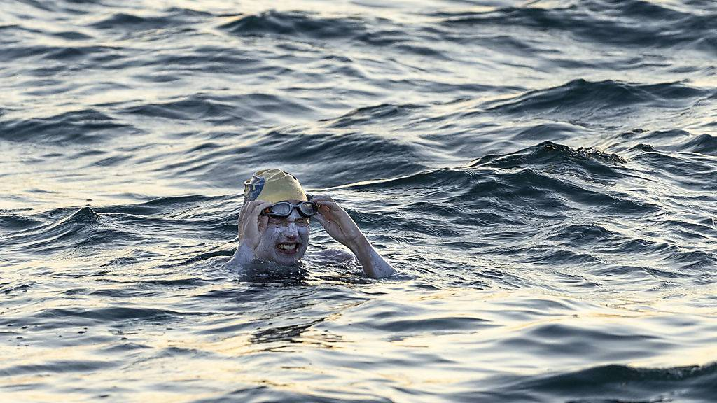 Die 37-jährige US-Amerikanerin Sarah Thomas hat als erster Mensch den Ärmelkanal viermal ohne Pause durchmessen.