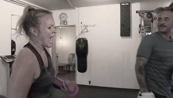 Folge 6: Trotz schmerzendem Ellenbogen kämpft Silja weiter.