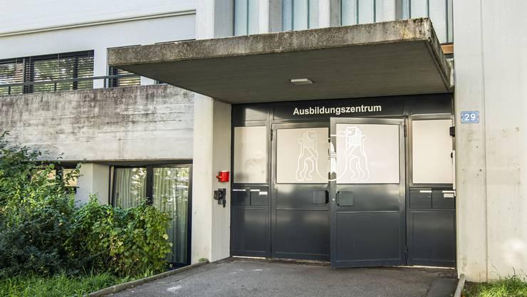 Hinter diesen Türen bei der Schützenmatte soll ein Basler Führungsbunker für den einen Katastrophen- oder Kriegsfall eingerichtet werden.