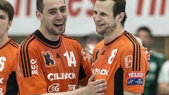 Aleksandar Stojanovic (links) mit 7 Toren und David Graubner (2) freuen sich über den Sieg in Winterthur