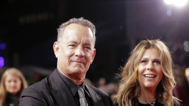 Er witzelt, sie lacht: Tom Hanks und Rita Wilson in Berlin.
