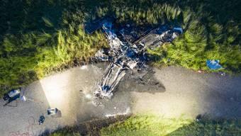 Dieses Kleinflugzeug stürzte beim Flugplatz Birrfeld ab. Bild: Ennio Leanza/Keystone (14. Mai 2019)