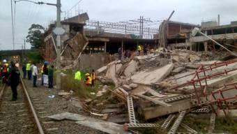 Im Bau befindliches Einkaufszentrum in Südafrika stürzt ein