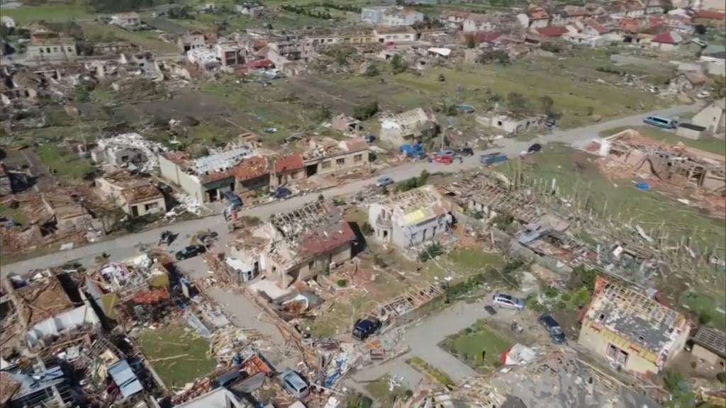 Nach Tornado-Katastrophe: Gefährliche Aufräumarbeiten in Tschechien