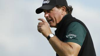 Phil Mickelson quittiert den Applaus der Fans