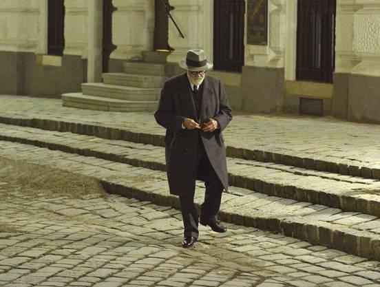 In einer seiner letzten Rolle verwandelte sich Bruno Ganz auch noch in Sigmund Freud. Bild von den Dreharbeiten zu «Der Trafikant» im Oktober 2017.