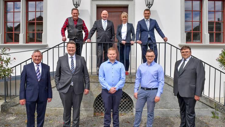Die SVP-Kandidaten, hinten (v.l.): Christian Merz (bisher), Bruno Rudolf (bisher), Barbara Borer, Manuel Kaspar (bisher); vorne: Daniel Wehrli (bisher), Michael Bättig (neu), Joel Zeberli (neu) und Bruno Ritter (neu).