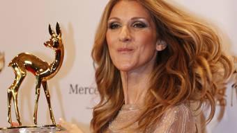 Sängerin Céline Dion präsentiert ihren Bambi
