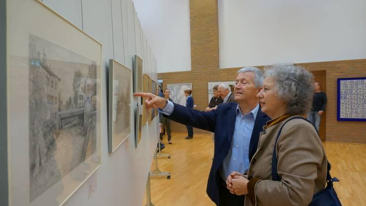Besucher erkennen die abgebildeten Orte in der Kunst