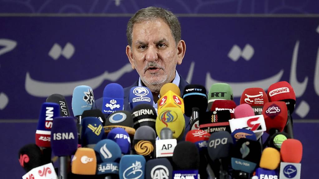 Eshagh Dschahangiri, Vizepräsident des Iran, spricht bei einer Pressekonferenz, nachdem er sich als Kandidat für die Präsidentschaftswahlen am 18. Juni registriert hat. Insgesamt haben sich knapp 600 Kandidaten für die Präsidentenwahl angemeldet.