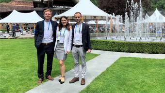 Bäumiges Unternehmen: Robin Gnehm, Carla Hänny und Nicholas Hänny im Garten des Kursaals Interlaken.