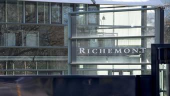 Beim Luxusgüterkonzern Richemont ist die Party vorbei: Der Halbjahresgewinn brach um über die Hälfte ein. (Archiv).
