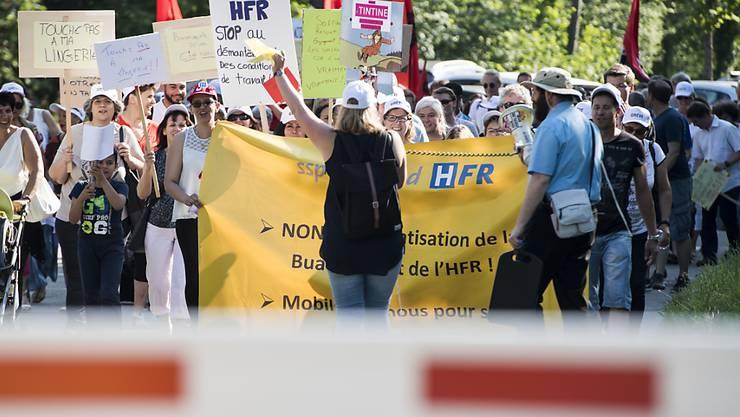 """Das Freiburger Spital und die Sozialpartner haben sich auf """"Spielregeln"""" im Falle einer Arbeitsniederlegung geeinigt. Zu Streiks kam es am HFR 2017 und 2018. (Archivbild)"""