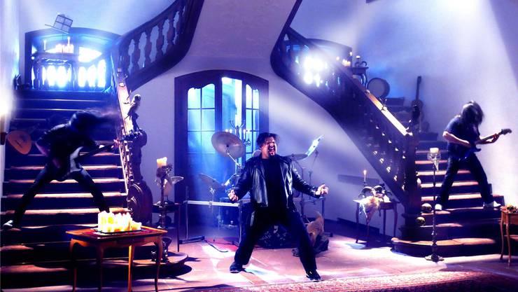 «Eine richtig grosse Produktion»: In einem Schloss im Raum Basel nimmt die Heavy-Metal-Band Gonoreas ihr neues Video auf. zvg