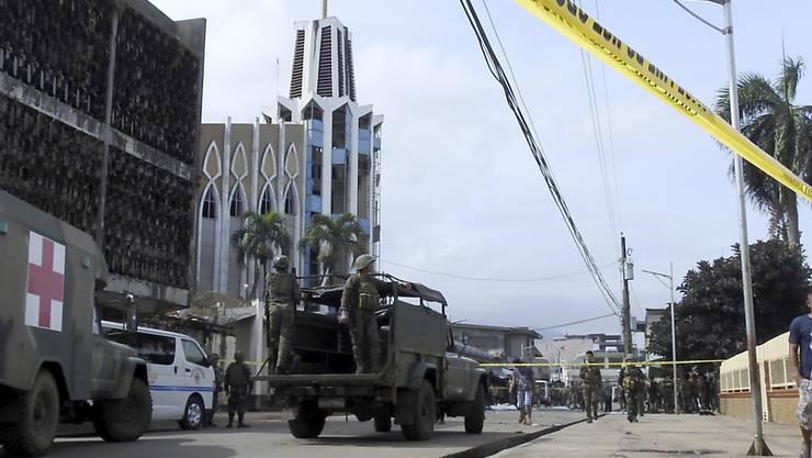 Nach einem Anschlag auf die katholische Kathedrale dominieren auf den Strassen der philippinischen Stadt Jolo das Militär und die Polizei.