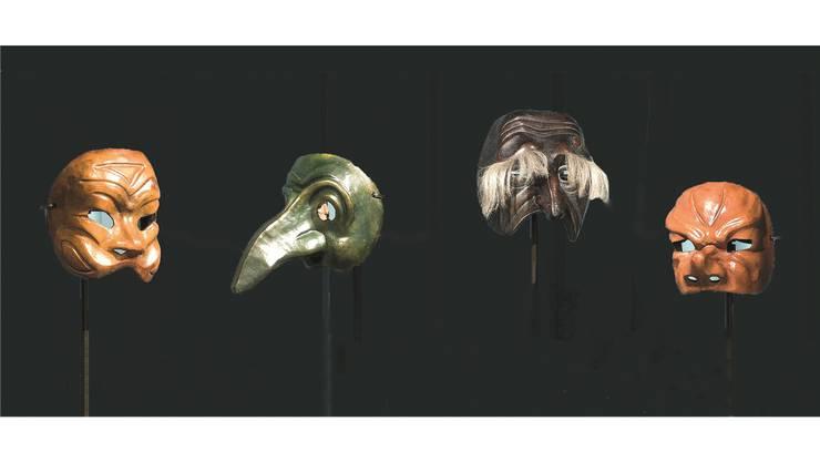 Masken der Commedia dell'Arte (Arlecchino ganz links) in der aktuellen Ausstellung des Schweizerischen Nationalmuseums (SNM) «Maskiert. Magie der Masken». Zu sehen ist diese im Forum Schweizer Geschichte Schwyz.
