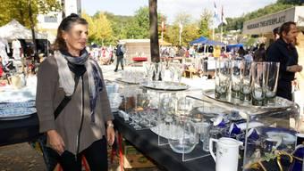 Am Badener Flohmarkt wird gefeilscht und geplaudert, die Geschäfte laufen jedoch nicht für alle gleich gut.