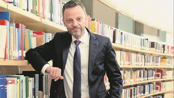 Hans-Ueli Vogt legt grossen Wert darauf, dass seine politische Einstellung an der Uni im Hintergrund bleibt.