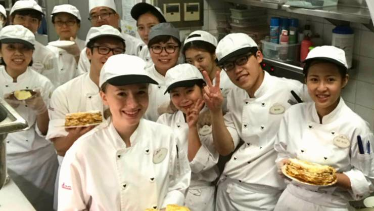 Will wieder ins Ausland: Koch Lisa Rey (vorne links) im Disney-Land-Team.
