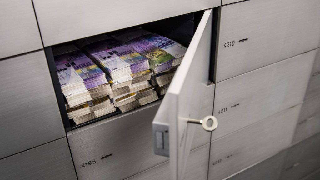 Die Mehrheit im Nationalrat plädiert für eine Verankerung des Bankgeheimnisses in der Verfassung. Ihr Gegenvorschlag geht sogar noch weiter, als die Initiative. (Themenbild)