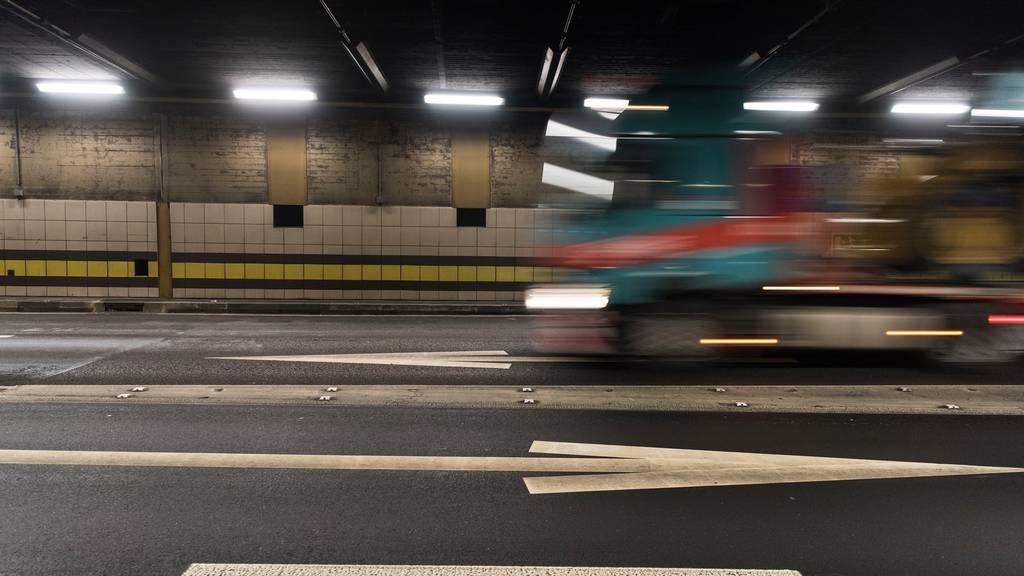 Interessierte können sich zu Assistenzpflicht für Lastwagen im Alpenverkehr äussern