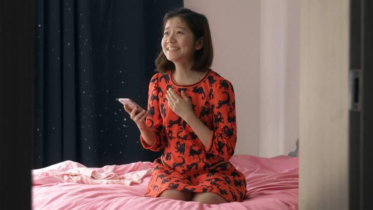 Die Kurz-Doku begleitet  zwei Studenten auf der Suche nach der grossen Liebe und dem richtigen Lebensweg. Wu Chenchen wird bald zwanzig Jahre alt, einen Freund hatte sie aber noch nie. Inspiriert von der Heldin des Theaterstücks, in dem sie mitmacht, schreitet sie zur Tat. Auch Tang Gonglin ist auf der Suche. Wonach weiss er selbst nicht genau. Im Schreiben von Gedichten entwirrt er seine Gedanken.