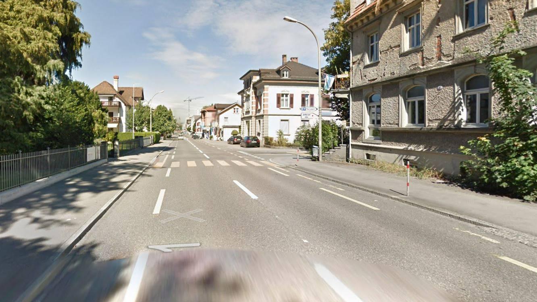 An der Konstanzerstrasse in Kreuzlingen hat sich ein Mann in seiner Wohnung verschanzt.
