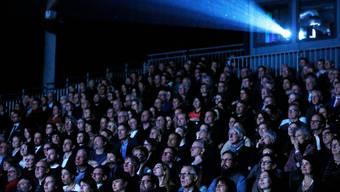 Das Publikum beim letztjährigen Eröffnungsfilm «Moskau Einfach!»: Ein Bild, das es bei der nächsten Ausgabe wohl kaum so geben wird.