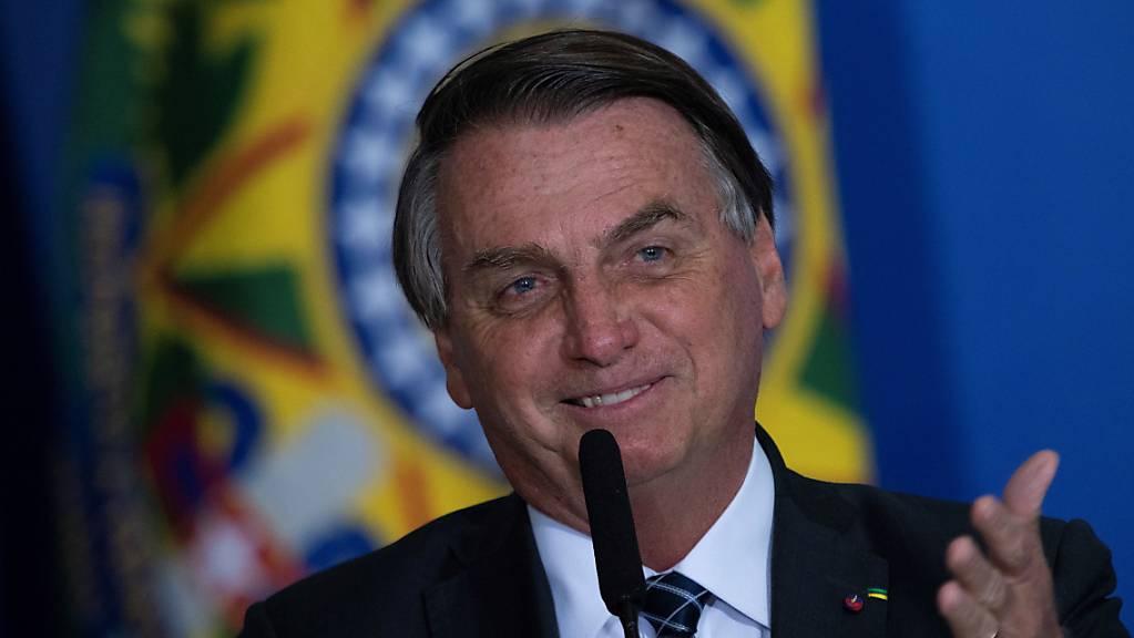 Die Zustimmungswerte für den brasilianischen Präsidenten Jair Bolsonaro sind laut einer Umfrage im Sinkflug. (Archivbild)