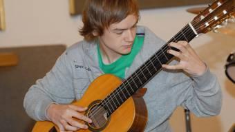 Silvan Joray gewann nicht nur auf der Gitarre, sondern auch auf dem Drum Set. hbb