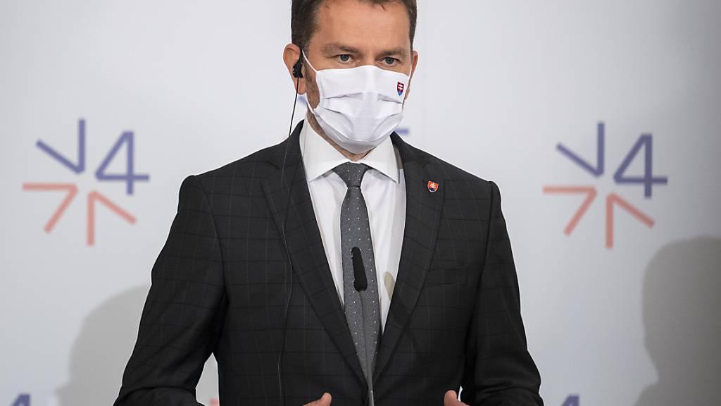 FILED - Regierungschef Igor Matovic auf bei einer Pressekonferenz. Photo: Jaroslav Novák/TASR/dpa