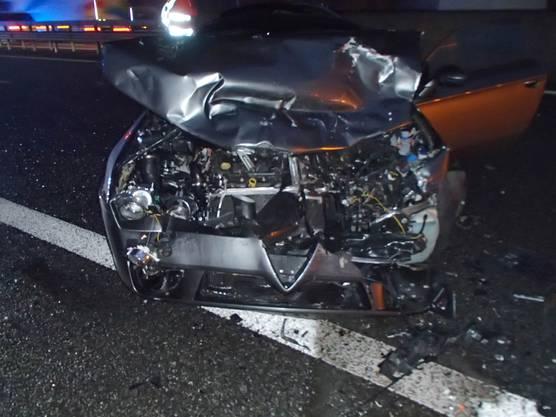 Auf der Autobahn Richtung Zürich staut sich der Verkehr aufgrund eines Unfalls.