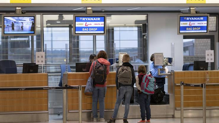 Passagiere die nach Mallorca wollen. Die Schweiz setzt unter anderem die Balearen neu auf die Liste der Staaten und Gebiete mit Quarantänepflicht.