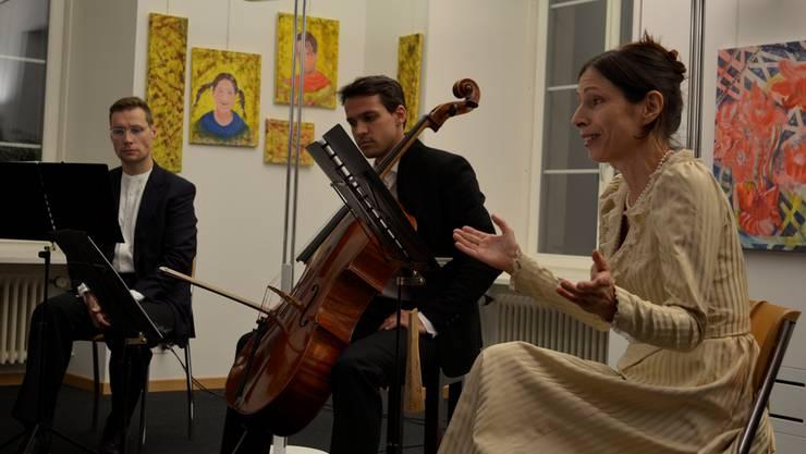 Von links nach rechts: Alexander Seidel (Sprecher Lew Tolstoj), Ivan Turkalj (Cellist), Valérie Cuénod (Sprecherin, Projektinitiantin).