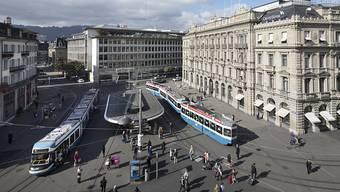 Der UBS wird der zentrale Zürcher Paradeplatz zu teuer. (Archiv)