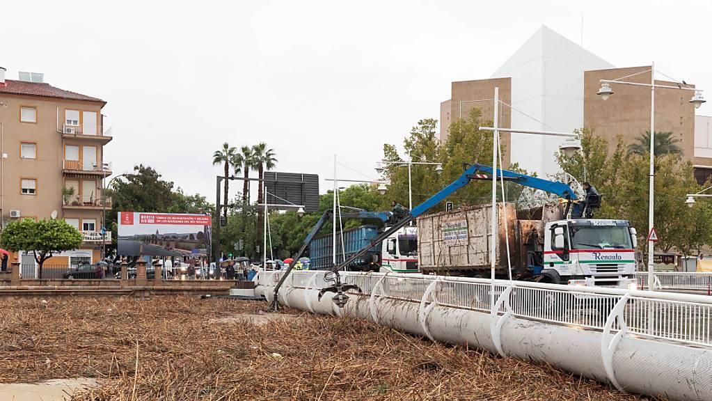 Die Überflutungen durch heftige Regenfälle in Spanien haben ein drittes Todesopfer gefordert. (EPA/Marcial Guillen)