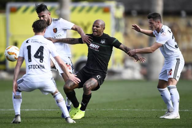 Ari von Krasnodar hat keine Chance gegen den FCB.