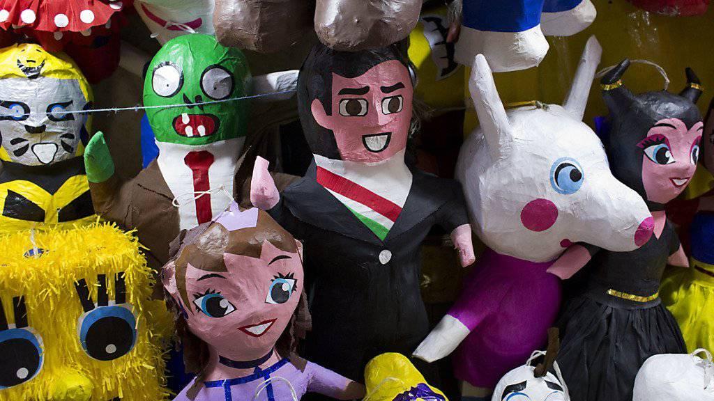 Pinata-Figuren in einem mexikanischen Laden. Weil eine solche Figur in einer Berliner S-Bahn liegengelassen wurde, sperrte die Polizei die S-Bahnstrecke für mehrere Stunden. (Symbolbild)