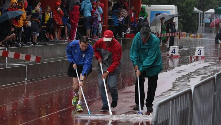 Die Helfer versuchten mit grossem Einsatz, ideale Bedingungen zu schaffen. Foto: ZVG