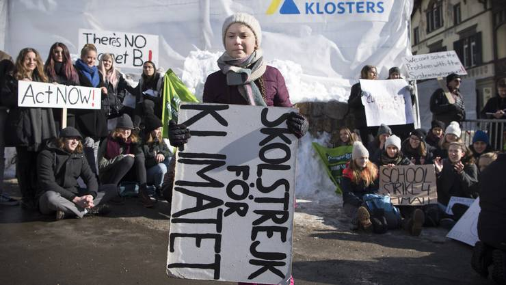 Greta Thunberg streikt mit Schülerinnen und Schülern in Davos.