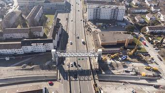 Die A1 bei Schwamendingen soll eingehaust werden. Der Gemeinderat hat Ja gesagt zum neuen Objektkredit. Das letzte Wort hat der Souverän. (Archivbild)