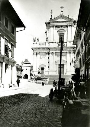 Kronenplatz mit St. Ursenkathedrale um 1910 (zvg)