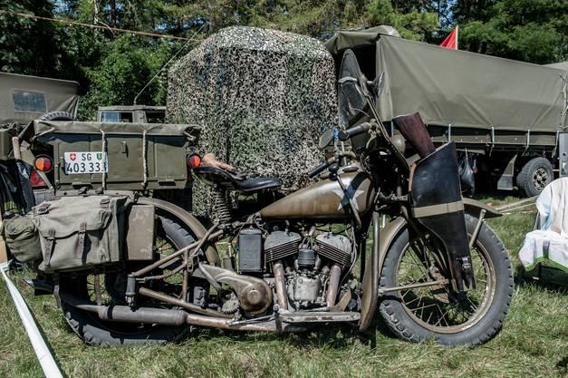 """Auch Motorräder werden am """"Convoy to Remember"""" ausgestellt."""