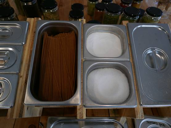 Auch Spaghetti und Zucker wird offen verkauft.